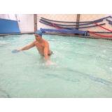 aula de hidroginástica com bola