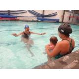 aula de natação de bebe