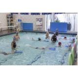 aula de natação infantil