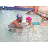 aula de natação para 2 anos
