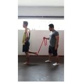 aula de pilates com elástico